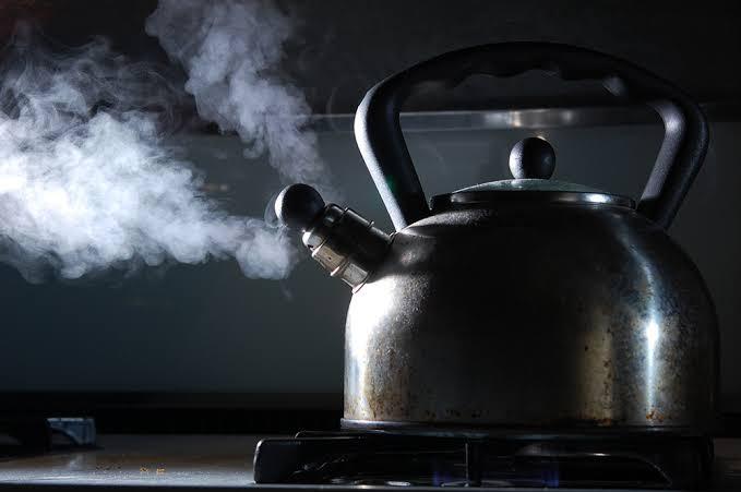 Een ketel koken of koken